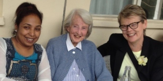 Gillian Slinger with Dr Catherine Hamlin resized